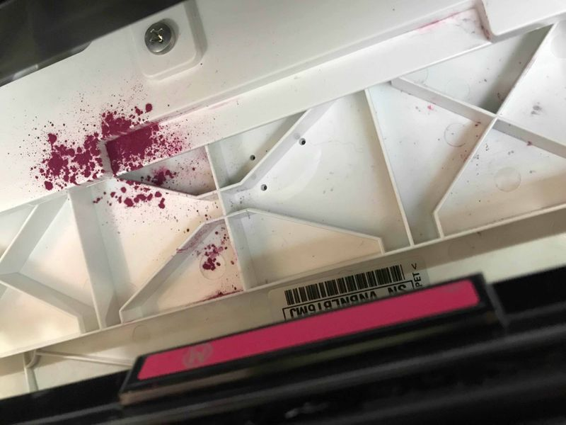Tinta na parte interna da impressora